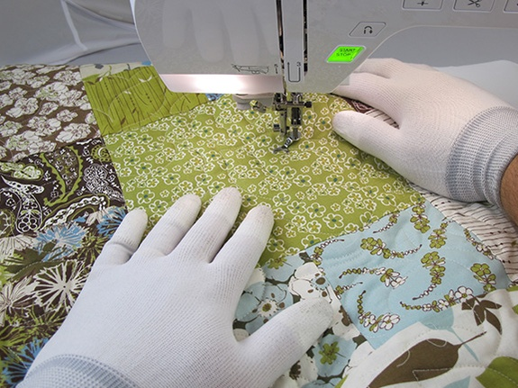Image of someone using Machingers while they work on a sewing machine